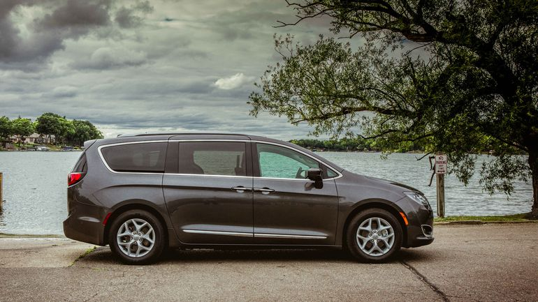 Chrysler Pacifica Lease >> 2018 Chrysler Pacifica New Auto Group Auto Leasing Sales Early
